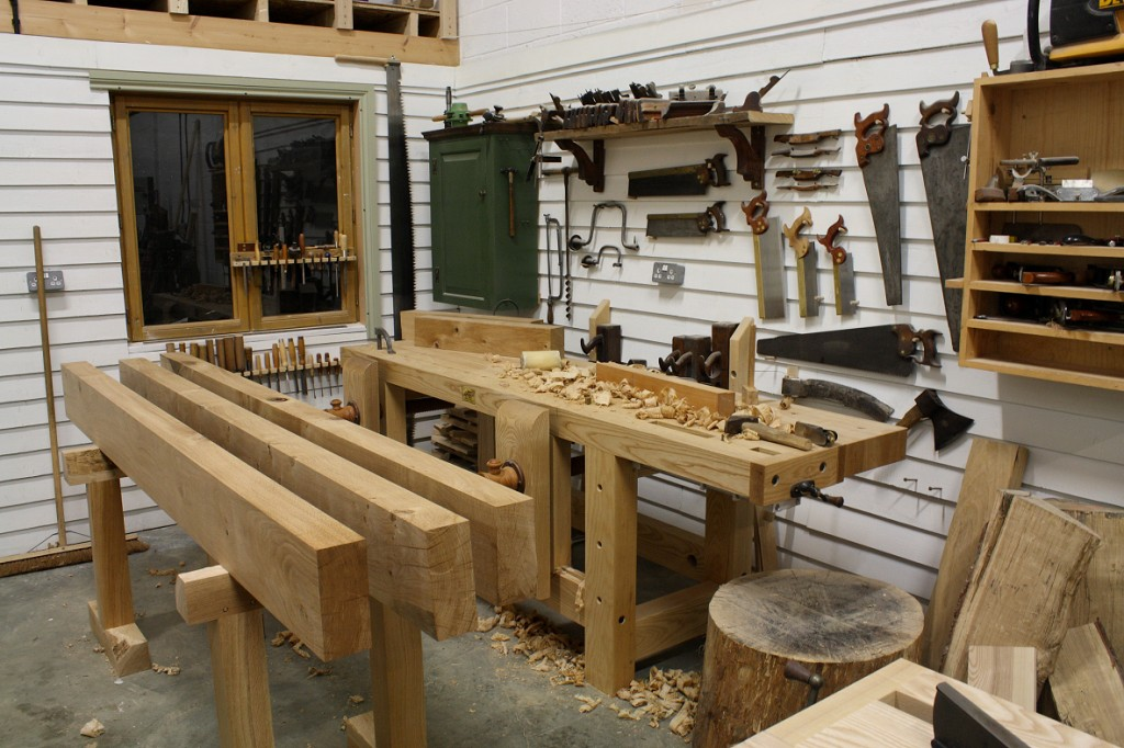 The English Woodworker - THE UNPLUGGED WOODSHOP TORONTO