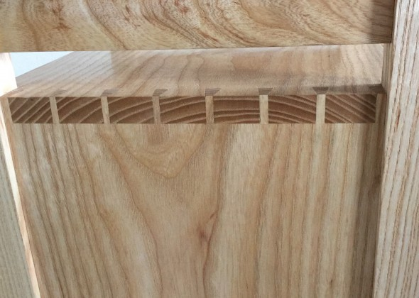 Dovetails and stretcher.